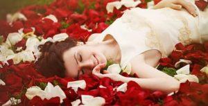 Гадание онлайн на отношение человека «По лепесткам розы»